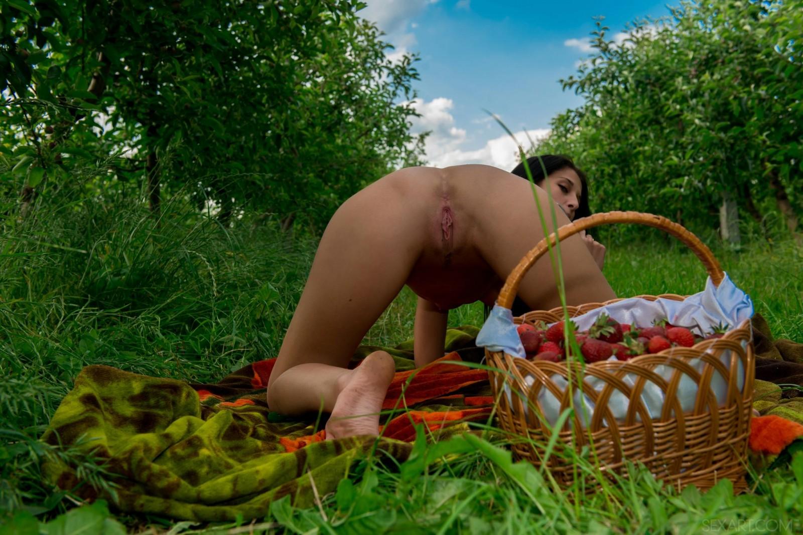 молодая сучка женщины приглашаются на пикник с интимом владивосток этом вас