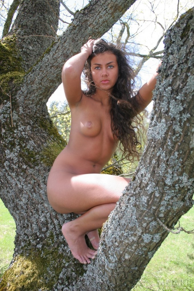 Outdoor posing with an astounding brunette