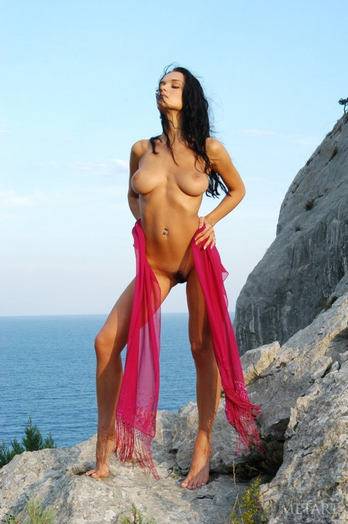 Outdoor posing of a gorgeous babe