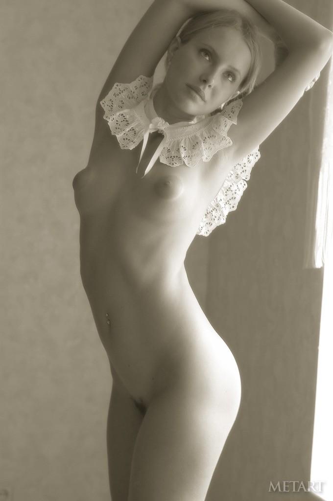 Под юбкой без трусов  голые фотографии