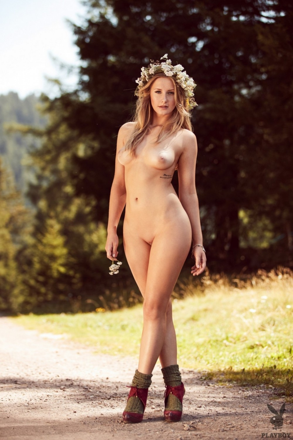 Naked babe goes for a walk totally naked