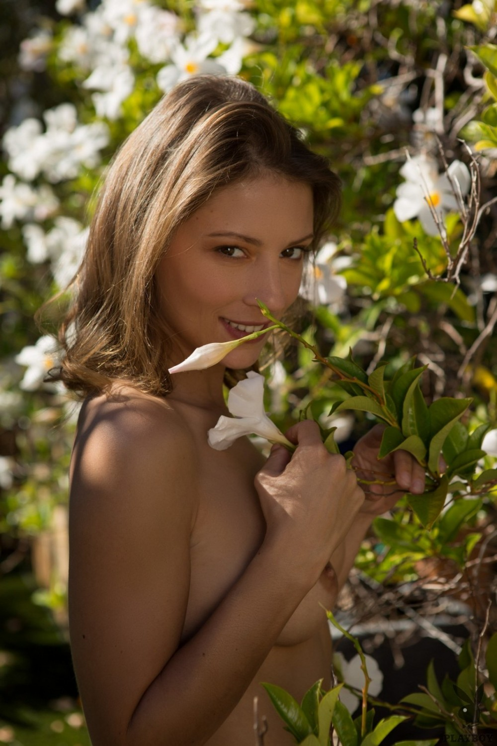 Naked cutie spends time in her beautiful garden