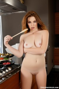 Naked babes come to kitchen to pose there