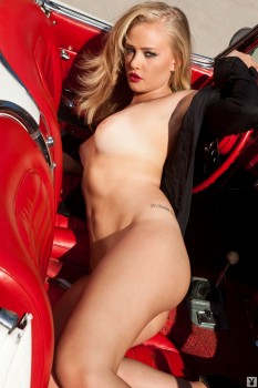 Blondie stripteases behind the wheel.