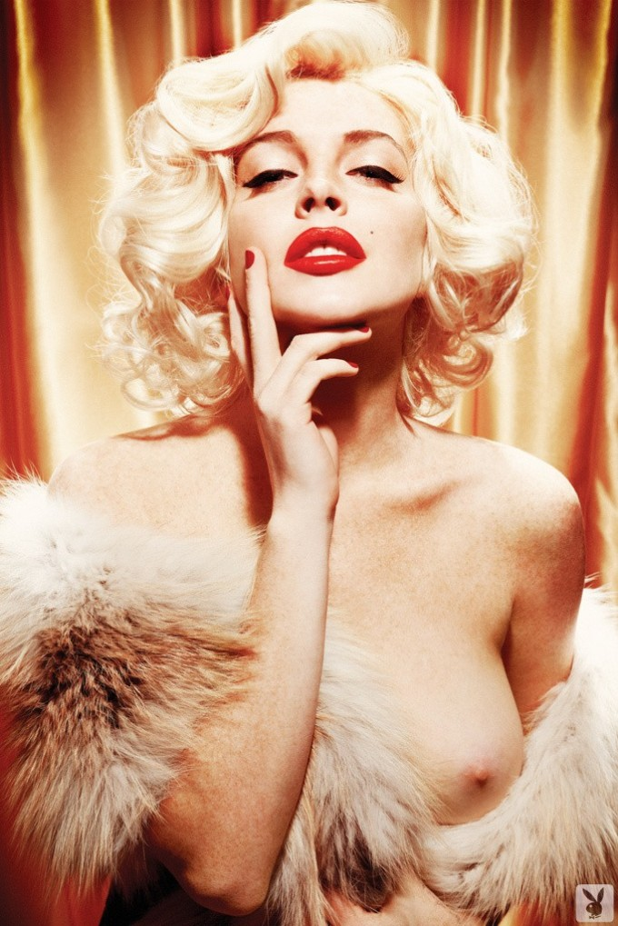 Blonde pretends to be Marilyn Monroe
