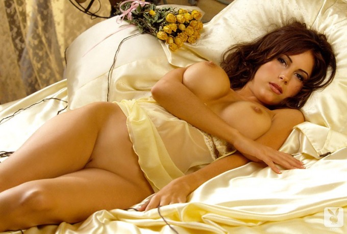 Busty women has some fun on the bed