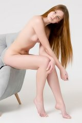 Dariele Pose Naked For A Photographer